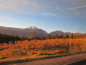 Blick aus dem Panoramenwaggon auf die Landschaften des Heiligen Tals