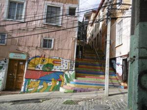 Bunt bemalte Treppen an der Calle Urriola am Cerro Alegre