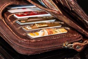 Auf der Reise solltest du zumindest zwei Kreditkarten dabei haben