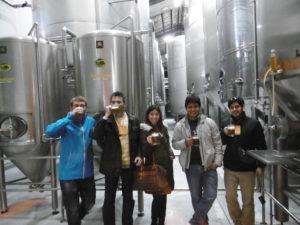 Abschließen ein frisch gebrautes Bier in der Kunstmann-Brauerei