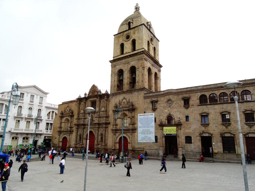 Die Basílica San Francisco in der lebendigen Altstadt von La Paz