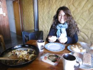 In Chile kannst du pro Person 5.000-8.000 Chilenische Pesos für das Abendessen ausgeben, du kannst aber auch für zwei Personen selbst etwas kochen für 4.000 Chilenische Pesos