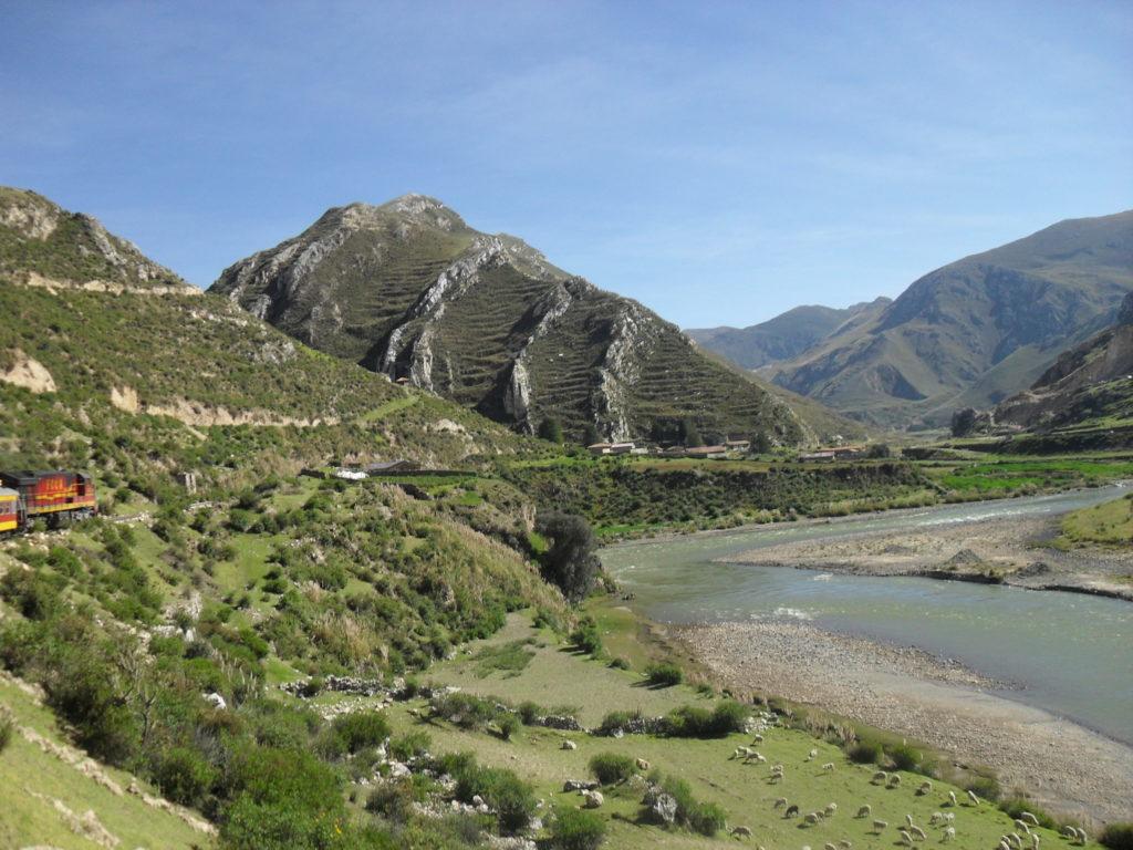 Auf dem Weg nach Huancayo. Grandiose Landschaften im Andenhochland von Peru