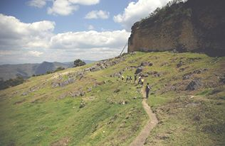 Schon die bis zu 20 m hohen Außenmauern der Festung Kuelap sind beeindruckend