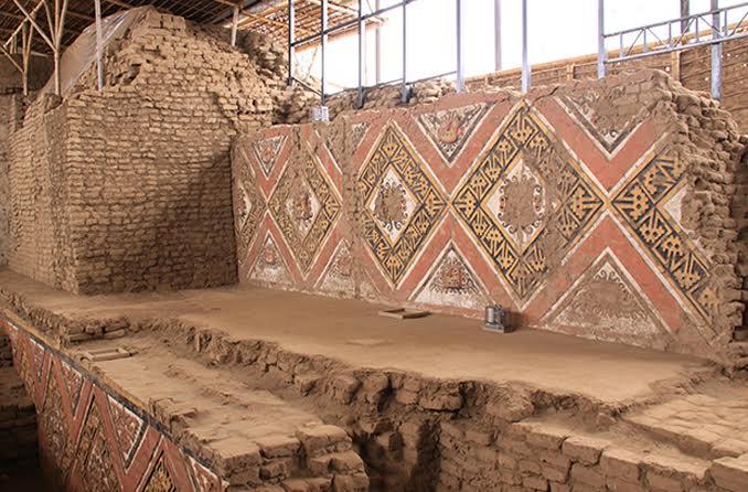 Archäologen haben mit viel Mühe die farbenfrohen Wandmalereien freigelegt