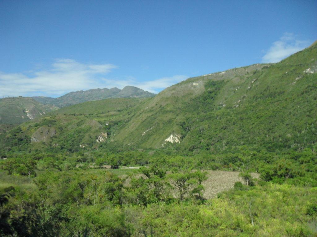 Die immergrüne Landschaft der Bergnebelwälder bei Chachapoyas