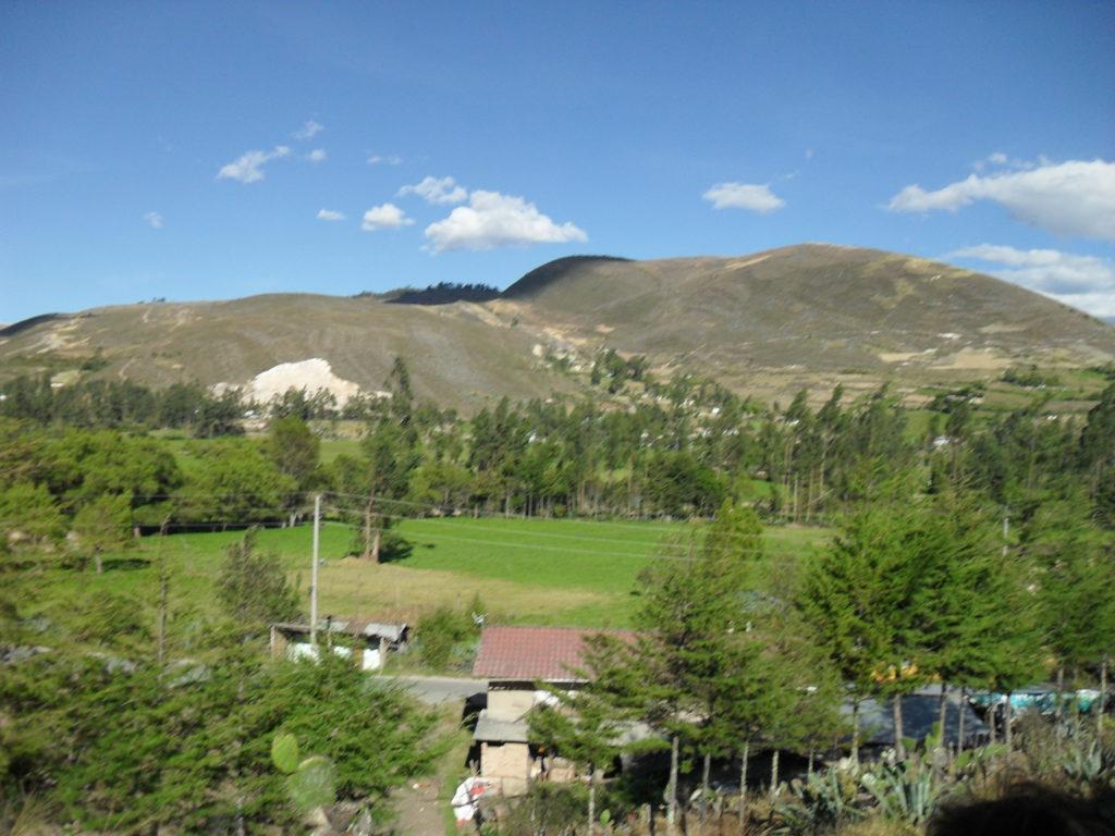 Die Ventanillas de Otuzco liegen inmitten einer hügeligen Landschaft auf 2.850 m Höhe