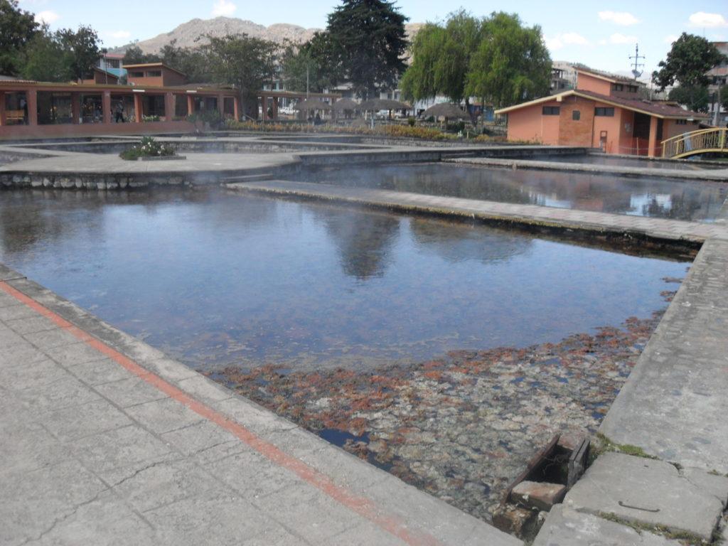 Hier hat auch Atahualpa gebadet. In diesen Becken soll sich Atahualpa vor Jahrhunderten mit seinen Konkubinen vergnügt haben