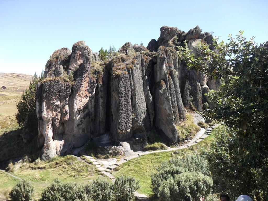 """Die Formationen werden auch """"Los Frailones"""" genannt, denn aus der Ferne betrachtet erscheinen sie wie eine Gruppe riesiger Mönche mit Kapuze"""