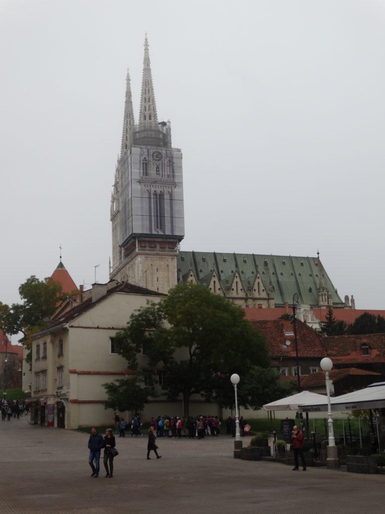 Blick auf die Kathedrale am Ban-Jelacic-Platz