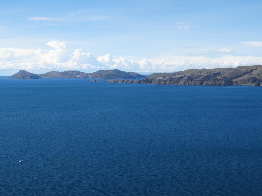 Ausblick vom Cerro Calvario auf den Lago Titicaca und die Sonneninsel