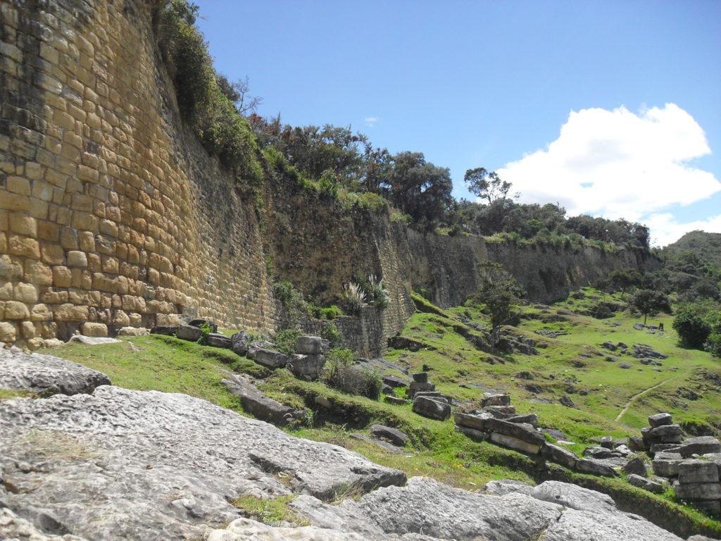 Kuelap ist höher gelegen, älter und größer als Machu Picchu